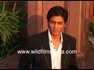 Shah Rukh Khan preens in Nasik, in front of photographers, adjusts his hair and gets into a Beamer