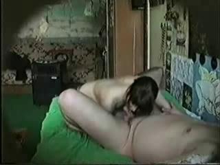 Мужик снял шлюху и заснял секс на видео