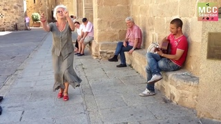 An amazing singer and lady | Flamenco in the street