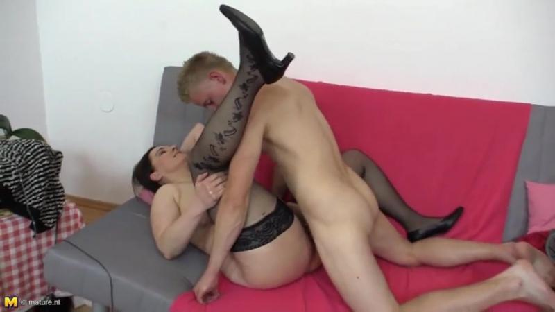 Внук удовлетворил свою бабушку, granny milf mature old young busty ass butt big tits pussy cum (Инцест со зрелыми мамочками 18)