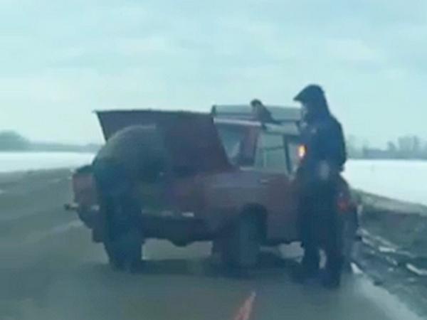 На въезде в Азов ассенизаторская машина столкнулас...