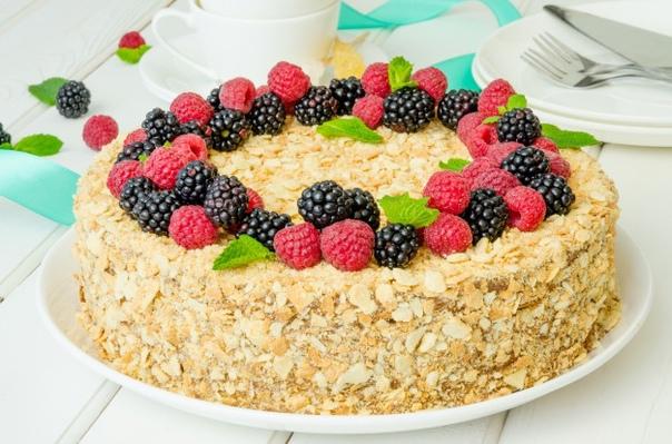 Торт из готовых слоеных коржей)