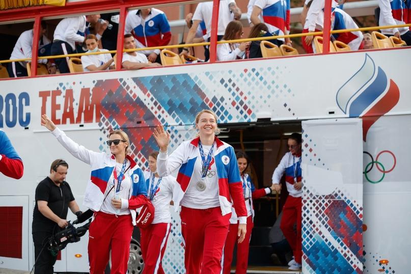 Серебряный подъем на Васильевский спуск. Как российских гандболисток чествовали на Красной площади, изображение №5