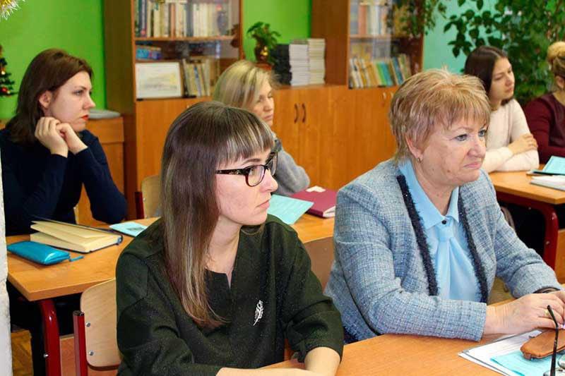 Учителя бегут в Москву.