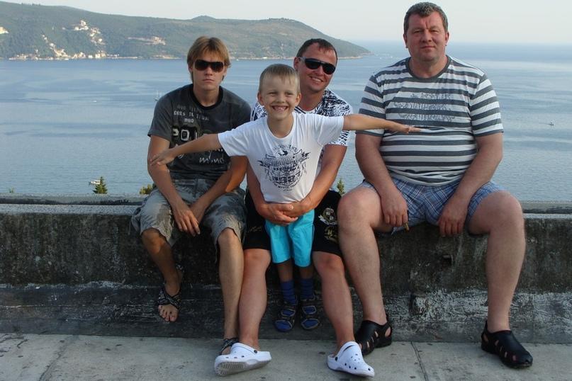 С сыновьями Евгением, Василием и внуком Степаном