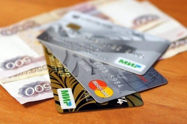 Забайкалец похитил 30 тысяч рублей с карты пьяного спящего попутчика в поезде