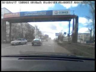 В Башкирии нарушитель прокатил на капот гаишника (полная версия)